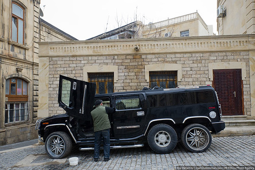 Washing the car, Baku