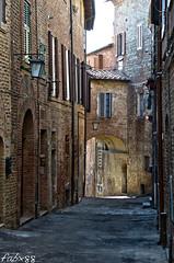 Vicoli.... (Fabianox88) Tags: umbria storia paese