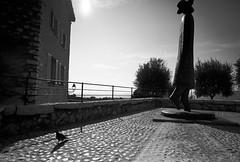 Chacun son chemin ... (mano8) Tags: cotedazur voigtlander cote saintpaul saintpauldevence heliar 15mmf4 mano8 dansleciel voigtlanderheliar15mm galeriedansleciel voigtlanderlens heliar15mmwide crottedazor
