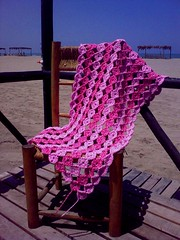 Back to Circles! (LauraLRF) Tags: pink rayas lana beach thread chair circles stripes crochet rosa wip playa yarn silla blanket afghan hilo yoyo manta circulos tejido ganchillo