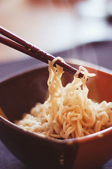 noodles (Arianna __) Tags: food london 50mm nikon chinese noodles junkfood spaghetti cibo cinese bacchette d80