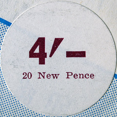 4/- (chrisinplymouth) Tags: price circle sticker 4 number round squaredcircle sterling squircle currency shilling pence numerals cw69x chrisinplymouth cw69n