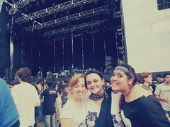 Quilmes Rock (carolinacenz) Tags: friends music argentina rain river happy concert buenosaires kodak gig recital musica foofighters easyshare riverplate arcticmonkeys quilmesrock c813 kodakeasysharec813