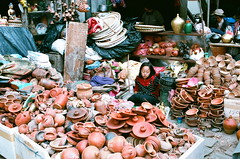 (Yuwei*) Tags: nepal kathmandu streetsnap fujifilmxtra400 nikonf80s nikonaf35mmf2d