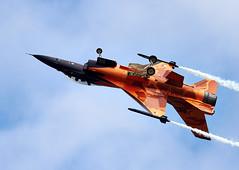 F-16 Falcon (Bernie Condon) Tags: uk dutch tattoo plane flying fighter martin display aircraft aviation military airshow f16 falcon lm bomber lockheed warplane airfield ffd fairford riat rnlaf raffairford airtattoo fightingfalcon riat13