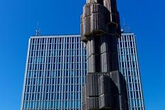 (Winfried Veil) Tags: leica blue windows sky sculpture building monument statue skyscraper 50mm sweden stockholm fenster schweden himmel skulptur rangefinder sverige blau summilux gebude asph hochhaus denkmal m9 multistorybuilding 2011 messsucher mobilew leicam9 winfriedveil