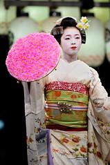 (Tamayura) Tags: japan night mar nikon kyoto maiko kansai d3 2012 higashiyama yasakajinja gionkobu 70200mmf28gvrii 201203101832350