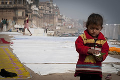 life on the ghat (Wolfango71) Tags: india 50mm nikon varanasi afs ghat d300 f14g