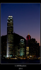 Twinkle twinkle, single star (mraadsen) Tags: china sunset skyline skyscraper canon hongkong eos evening zonsondergang asia flickr cityscape avond tallbuilding tallestbuilding 550d internationalcommercecentre 1585mm mraadsen