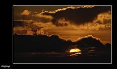Ocaso. 42-366. (Sigenza) Tags: sunset color art sol nature contraluz monocromo nubes lucesysombras nublado puestadesol cielos atardeceres interesante d60 creativas cubierto desigenza