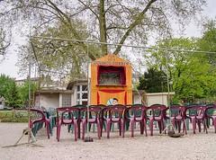 Puppet show in jardin public de Bordeaux (Frans Harren) Tags: france canon geotagged bordeaux hdr fra canonpowershotg1 aquitaine powershotg1 photomatixpro 3exp exposurefusion geo:lat=4484835408 geo:lon=057715372