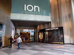 LV, Ion Orchard (Foo Machi) Tags: food shopping singapore crossprocess orchard photowalk olympuspen bencoolen artfilters epl1 lumix1445