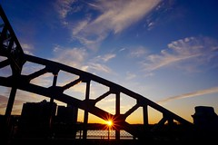 Sunburst on BU Bridge ((Jessica)) Tags: bridge sunset boston river newengland charles sunburst sunrays bu pw
