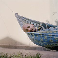 II3Francois (MrSleepyhead) Tags: trip summer portrait sun france color colour 6x6 film students festival strand analog mediumformat garden square relax backyard frankreich meer photographer sleep sommer south urlaub bart bald photojournalism exhibition class moustache hasselblad negative hammock mann analogue sonne farbe garten chill lang perpignan ausstellung hngematte negativ studenten quadrat entspannen glatze c41 hasselblad500cm sden klassenfahrt mnnlich mittelformat moustace fotografen fotojournalismus kodakportra160 studierende languedocrousillion farbfilm visaoff farbnegativ visapourlimage carlzeissplanar100mmf35 fotostudenten