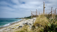 Howell's Point/Taramea (Kathrin & Stefan) Tags: ocean light newzealand sky cloud beach nature grass rock fence bay outdoor wave lookout southisland tasmansea nzl riverton foveauxstrait oraka colacbay raka