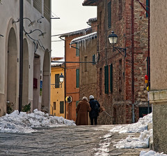 """Two steps in the cold"" - Castelnuovo Berardenga, 9 Febbraio 2012 (Then press L or click on photo) (pigianca) Tags: people italy snow streets cold ice gelo nikon italia persone tuscany neve chianti streetphoto toscana inverno oldtown strade oldage ghiaccio centrostorico vecchiaia castelnuovoberardenga d700 nikond700"