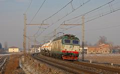 Cisterne di buon'ora (paolo e186908 ARANCIO) Tags: train merci rail cargo bahn ti treno tigre freight trenitalia ferrovia locomotiva milanovenezia cisterne e652 tigrone e652105
