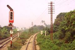 Thailand - Burma Railway - Ban Pong (railasia) Tags: 2004 thailand track signal infra kanchanaburi srt burmarailway metergauge