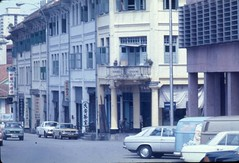 River Valley Road and Mohd Sultan Road, Singapore 1978 (genibee) Tags: street buildings singapore chinatown 1978 1970s seventies rivervalleyroad cktang mohdsultanroad