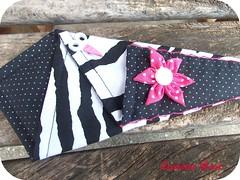 Porta tesoura zebra - detalhe (Luciene Rosi ❀) Tags: flores brasil handmade artesanato fuxico tecido botões feitoamão agulheiro portatesouras março2012