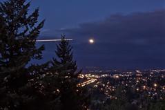 Plane Trail (Teresa RS) Tags: sky moon oregon portland butte rocky super pdx
