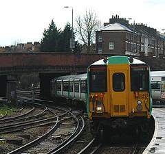 Curving into Clapham (James Passant) Tags: uk london station electric train rail trains victoria junction class southern multiple passenger railways clapham epsom trainspotting unit 455 455840 2e55