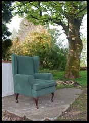 Brodick Comfy Chair (zweiblumen) Tags: uk scotland chair alba brodick isleofarran polariser northayrshire eileanarainn canoneos50d lumiquestpocketbouncer zweiblumen breadhaig canonspeedlite430exii