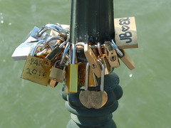 Love padlocks (ComputerHotline) Tags: bridge paris france water closeup outdoors vacances eau ledefrance pont vacations fra lovelock urbanscene traveldestinations famousplace citybreak nationallandmark internationallandmark scneurbaine planrapproch lovepadlock lieutouristique prisedevueenextrieur cadenasdamour destinationdevoyage hautlieutouristiqueinternational hautlieutouristiquenational escapadeurbaine
