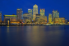 Affari notturni / Night Business (Canary Wharf, London, United Kingdom) (AndreaPucci) Tags: uk london thames night canarywharf isleofdogs everythingcounts canoneos60 andreapucci