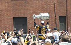 Sid with the Cup! (Photography by Luminosity) Tags: city cup sports hockey nhl penguins championship pittsburgh sid victory parade professional stanley fans sidney champions 87 crosby