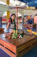 Jugando a vender fruta (Andrs Photos 2) Tags: streets bolivia ciudad lapaz calles altiplano sudamerica elalto lasbrujas