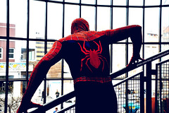 spiderman (artland) Tags: street city shadow red brazil man arquitetura brasil comics studio spider memorial comic cartoon spiderman cities sombra vermelho curitiba parana largo passeio cwb silhouet artland gibi aranha teia