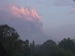 Indonesia: Mount Merapi continues to erupt