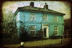 (jordi.martorell) Tags: uk blue house london azul geotagged casa nikon bow guessed guesswherelondon 1855mmf3556g e15 gwl d40 backriver texturized cruzadas nikond40 texturizada guessedbyofe cruzadasii