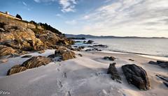 Esquina de la playa (Perurena) Tags: beach mar sand rocks playa arena galicia pontevedra rocas riasbajas riadepontevedra sanxenxo oceanoatlantico playadeareas