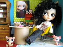 Meet with Colette, a traveling blythe, and Laetitia