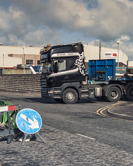 To the Right (HivizPhotography) Tags: road uk signs scotland support harbour roadworks offshore right aberdeen northsea oil production trailer pulling scania 580 nooteboom extendible