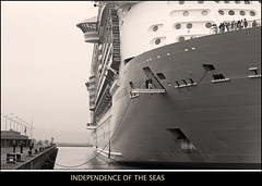 Independence of the  Seas (Explore # 39!) (sacre) Tags: bw espaa port canon puerto spain travels corua barcos harbour ships bn galicia viajes cruiseship royalcaribbean crucero acorua lacorua 50d independenceoftheseas