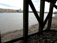 Oh dear, that's one of the windlasses floating away with the incoming tide (Thames Discovery Programme) Tags: london archaeology training community riverthames rotherhithe thamesdiscoveryprogramme fsw03