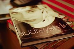 Audrey style  (Natlia Viana) Tags: cinema audreyhepburn moda livro atriz cone fashionbook natliaviana audreystyle