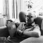 Vestdijk met boek over Mahler thumbnail