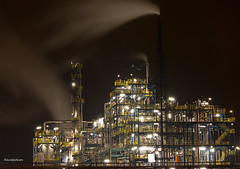 Industrial Nightshot I (reintjedevos [having the flu]) Tags: building industrial nightshot delfzijl industrie nachtfotografie gebouwen reintjedevos wimhazenhoek mygearandme mygearandmepremium mygearandmebronze mygearandmesilver mygearandmegold mygearandmeplatinum buildyourrainbowlv1