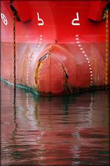 Red nose. (glemoigne) Tags: bulb port brittany bretagne cargo breizh brest bzh finistère iroise bulbousbow penarbed étrave radedebrest scheldedijk shipbulb glemoigne gilbertlemoigne