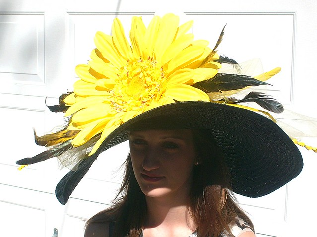 KENTUCKY DERBY hat with large brim