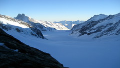 Jungfraufirn - Konkordiaplatz - Grosser Aletschgletscher ( Gletscher / Glacier ) im Kanton Wallis / Valais in der Schweiz (chrchr_75) Tags: hurni christoph schweiz suisse switzerland svizzera suissa swiss chrchr chrchr75 chrigu chriguhurni 0712 dezember 2007 hurni191207 grosser aletschgletscher grosseraletschgletscher gletscher kantonwallis kantonvalais wallis valais kanton albumgletscherglacier glacier jäätikkövaellus παγετώνασ 氷河 glaciar eis ice wasser water natur nature berge mountains alpen alps landschaft landscape schnee snow neige hurni071219 jungfraufirn ghiacciaio gletsjer albumgletscherimkantonwallis