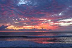 Atardecer en Montañita II (María Granados) Tags: sunset sky sun sol colors atardecer ecuador colores cielo puestadesol montañita