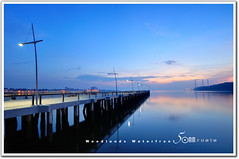 Singapore woodland waterfront - one light not working (fiftymm99) Tags: park bridge sea reflection sunrise river fishing woodlands nikon factory jetty malaysia promenade jb sinagpore johorbahru d300 fiftymm nikond300 fiftymm99 woodlandswaterfront gettyimagessingaporeq2