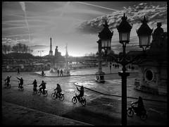 Place de la Concorde * Paris (sistereden2) Tags: nb toureiffel vélos streetshot iphone4 cameraplus
