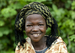 Menit tribe smiling girl in Tum market , Omo Ethiopia (Eric Lafforgue) Tags: africa girl smile childhood smiling youth kid child artistic market portait joy headshot jeunesse ornament e innocence omovalley marketplace bodypainting ethiopia rite enfant tum fille sourire bonheur naivete marche joie hapiness contemplation adornment pigments headandshoulders omo eastafrica enfance sourir lookingatcamera traditionalclothes toum abyssinie 0873 menit afriquedelest traditionalhairstyle nomadicpeople habittraditionnel meinit regardantlobjectif peoplesoftheomovalley teteetepaules peuplesdelavalleedelomo coiffuretraditionelle habittraditionnels peuplemenit menitpeople tribudesmenits menittribe meinitpeople meinittribe