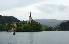 Island, Bled, Slovenia (Ferry Vermeer) Tags: lake church island boat day cloudy spire slovenia 99 bled slovenija slowenien weddinglocation eslovenia slovnie lakebled slovinsko julianalps eslovnia gorenjska blejskiotok sloveni slovenien bledisland  szlovnia slvena sowenia pletna slovnija eslovnia  cerkevmarijinegavnebovzetja blejskojezero eslovnia slovenya alpigiulie julijskealpe oberkrain sloveenia slovnija pilgrimagechurchoftheassumptionofmary uppercarniola   sloweni     lakeofbled